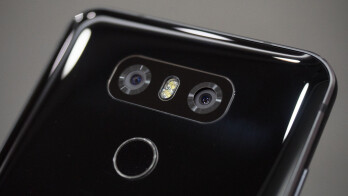 The two 13 MP sensors on the back of the LG G6 simulate the human field of view