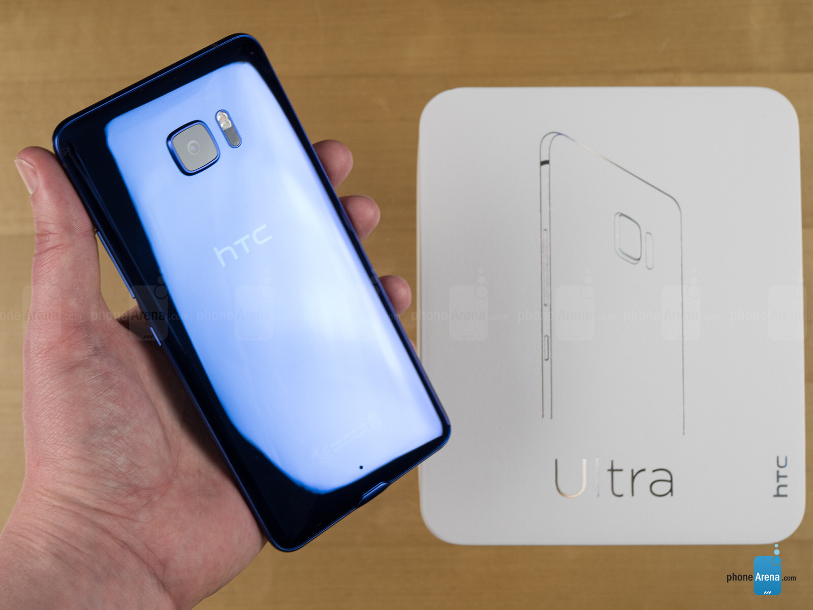 let 39 s unbox the htc u ultra here 39 s our first look at htc 39 s large new handset. Black Bedroom Furniture Sets. Home Design Ideas