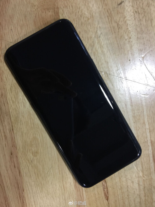 Alleged Galaxy S8 in a shiny black chassis