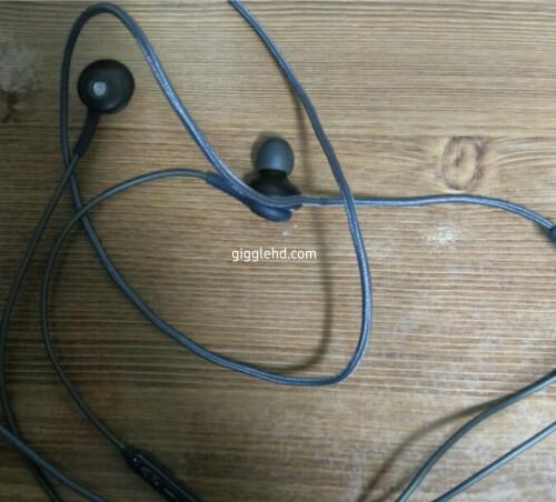 Galaxy S8 AKG-branded earphones