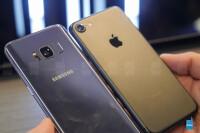 samsung-galaxy-s8-vs-apple-iphone-7-comparison---3