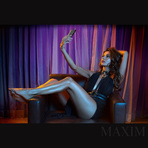 Who said gadgets cannot be sexy? New OnePlus 3T Midnight Black edition stars in Maxim magazine