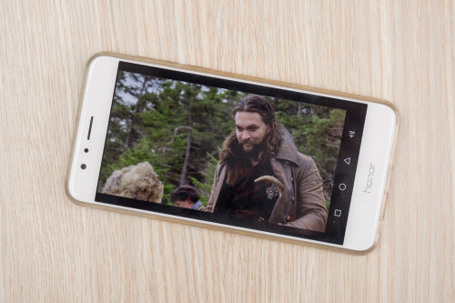 SMILE! 2:1 vids get letterboxed on 16:9 phones, too, and there is no full screen toggle on that retro gear