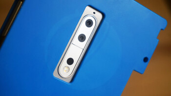 Encased Nokia 9 prototype unit gets the hands-on treatment