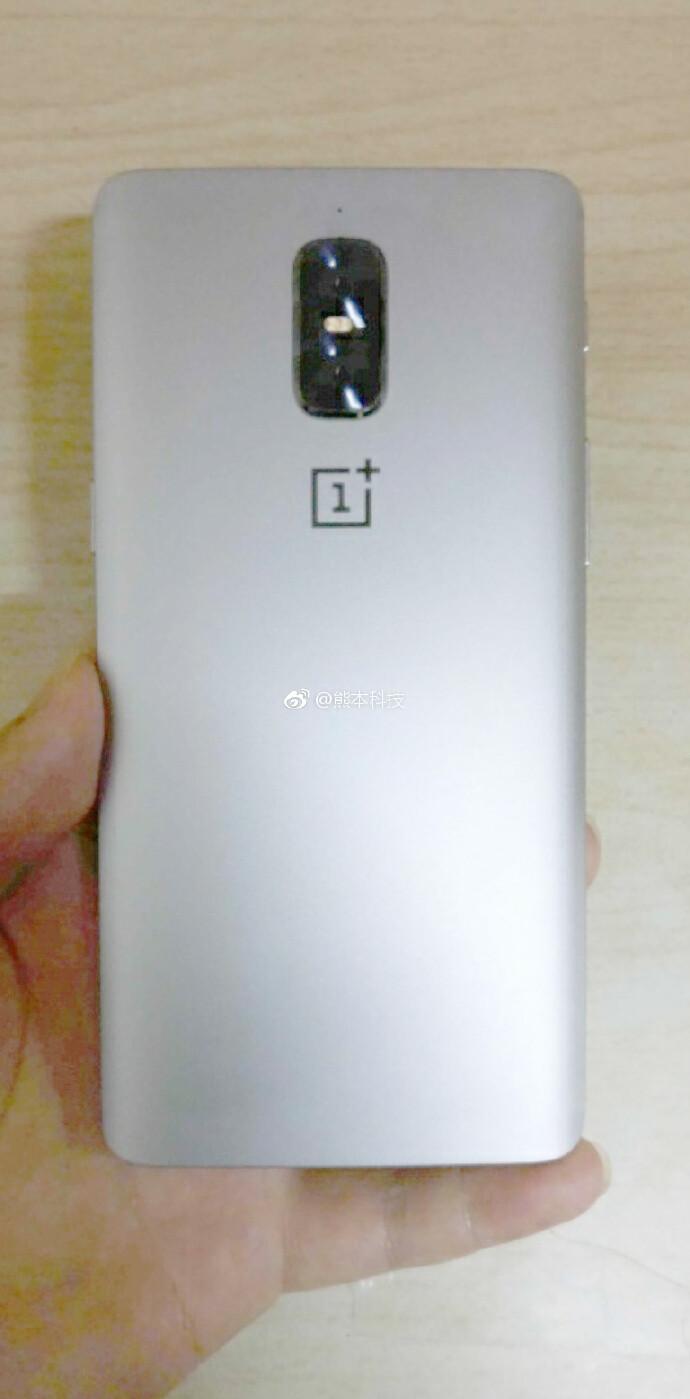 New OnePlus 5 image shows vertical dual-camera setup with no antenna lines
