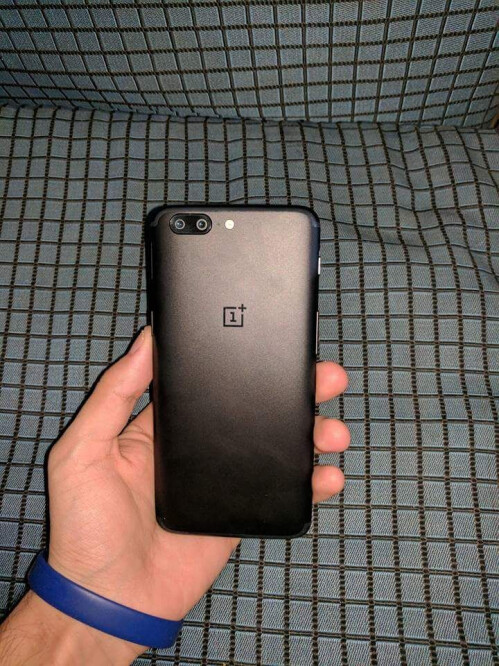 New photos seemingly showing the OnePlus 5 in the wild