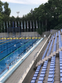 iphone-7-swimming-pool-zoom.jpg