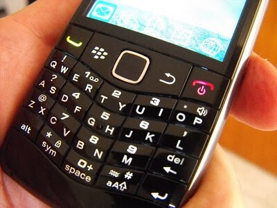 BlackBerry Pearl 9100 pictured with SureType and 3G connectivity
