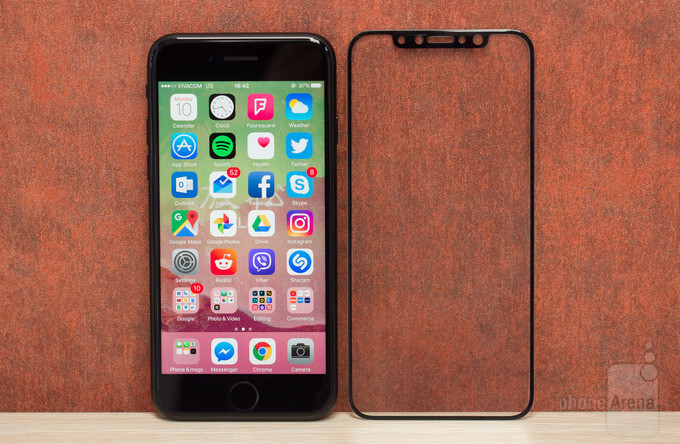 We have what could be an iPhone 8 screen protector: let's analyze it!