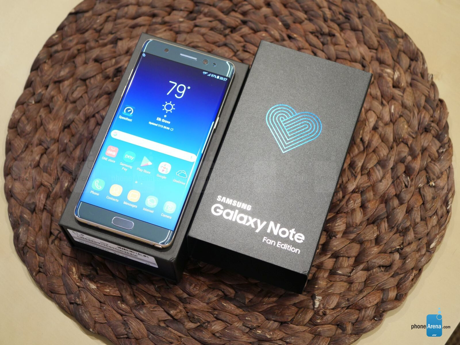 Samsung Galaxy Note Fan Edition Unboxing And Impressions