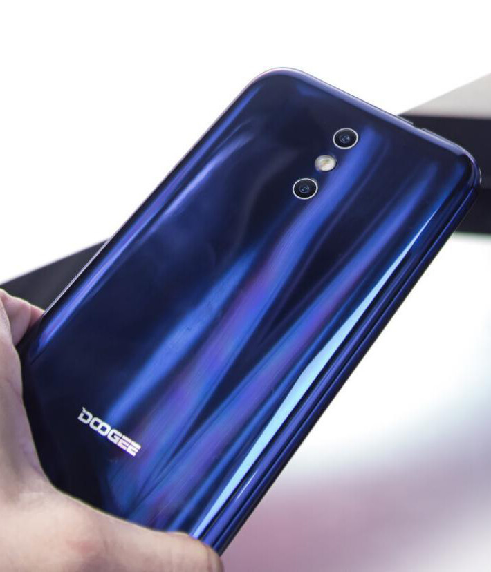 Massive battery, shiny body, low price: the Doogee BL5000 is up for pre-sale