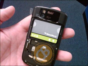BlackBerry Bold 9650 in the flesh gets handled