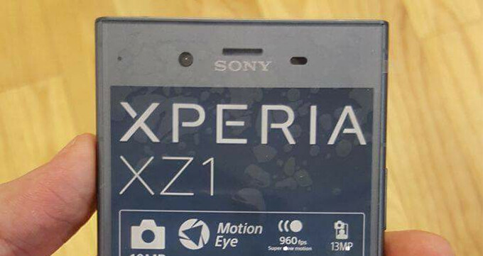 Sony Xperia XZ1 unit poses for the camera, shows off specs