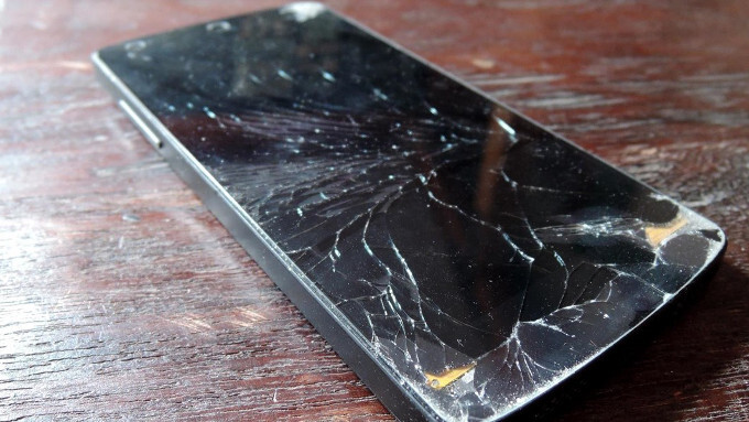 Shatterless screen? Yesterday's news! Motorola is working on a display glass that heals itself!