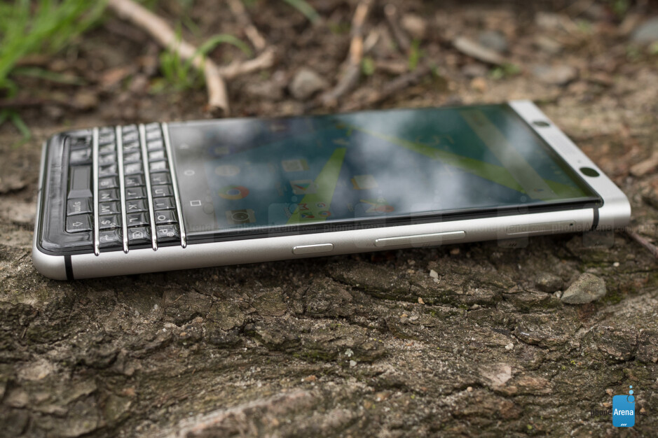 BlackBerry KEYone screen gets torture-tested again: does it still fall off?