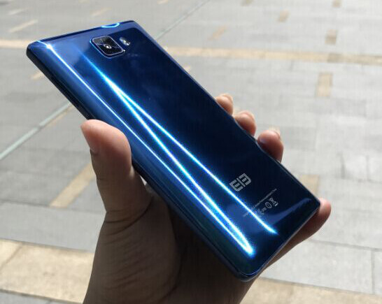 Minimal bezel, flagship specs, shiny surface, low price: it's the Elephone S8