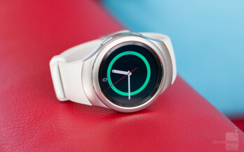 The Gear Sport looks remarkably similar to the Gear S2, down to the default watchface