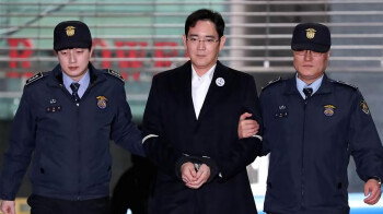 Samsung's heir Lee Jae-yong sentenced to 5 years in prison for bribery and corruption