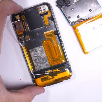 When Apple used Phillips screws: watch the original iPhone 2G get torn down in this video