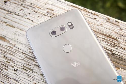 LG V30 hands-on images