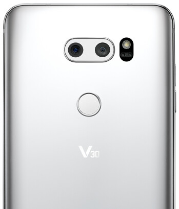 With the V30, LG continues the tradition of combining a wide-angle camera with a regular one with a narrower field of view