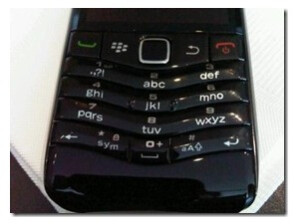 Additional picture of the BlackBerry Pearl 9105 gets snapped with its T9 keyboard