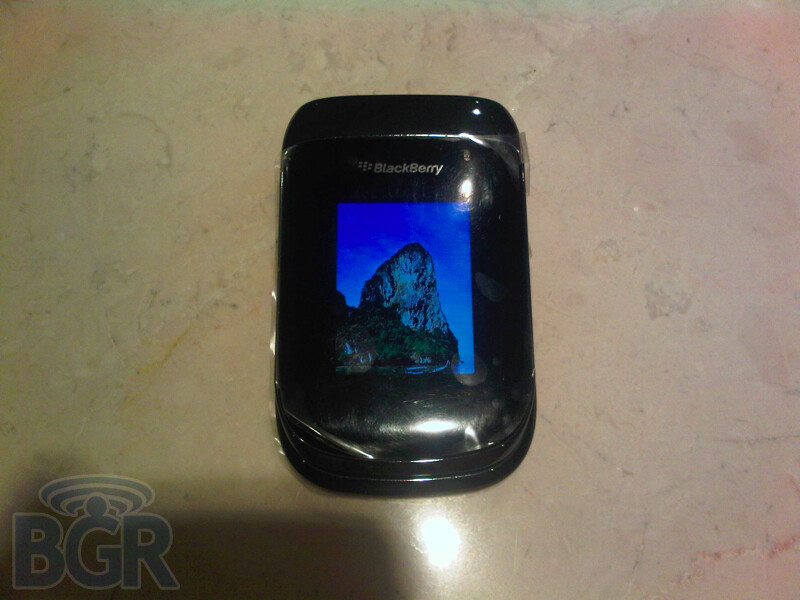 OS 6.0 gets previewed on the BlackBerry 9670 - which is a flip phone?
