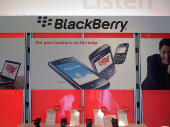 Verizon's BlackBerry Bold 9650 makes a surprise appearance in a store banner