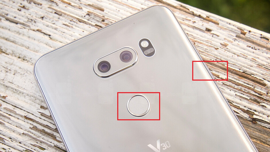 press and hold the power key and volume down key at the same - How to take a screenshot on the LG V30