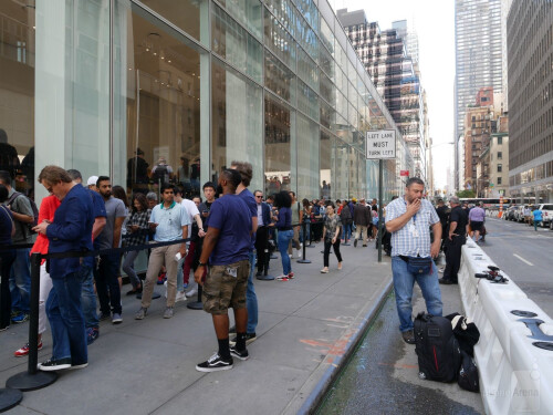 Apple iPhone 8 launch day: Still no shortage of long lines