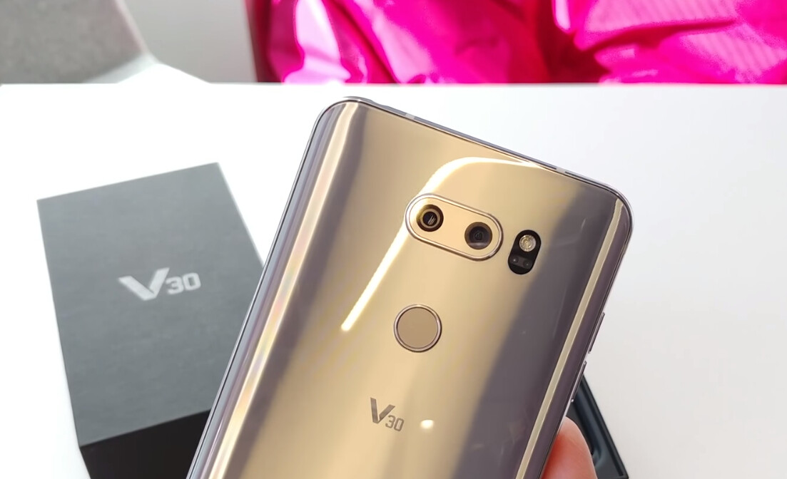 cheaper 434e5 06eb6 T-Mobile unboxes the LG V30, films everything on another V30, no ...