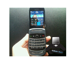 BlackBerry 9670 clamshell pictured, running new OS