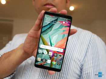 """Huawei Mate 10 Pro hands-on: The questionable """"Pro"""" model"""