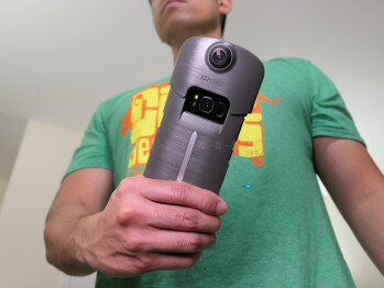 ION360 U is a portable 360-degree camera & battery case for your iPhone or Galaxy