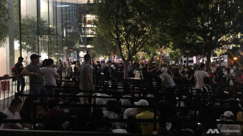 Giant lines start forming for iPhone X