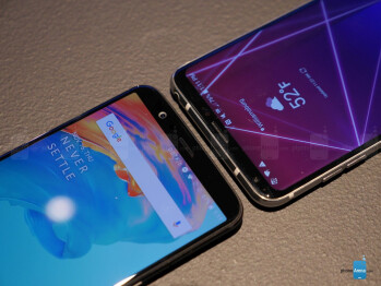 OnePlus 5T vs LG V30: first look