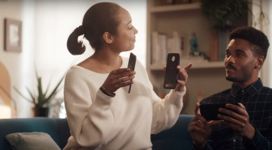 Motorola to Samsung: We love your new Galaxy ad, but here's a better ending to it