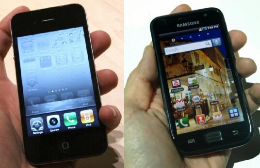 Apple iPhone 4 (L) vs. Samsung Galaxy S (R) - Samsung says its Super AMOLED screen beats Apple's Retina Dislpay
