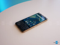 BlackBerry-KeyOne-in-bronce-hands-on-11-of-17