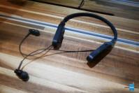 Audio-Technica-ATH-DSR5BT-Hands-On1