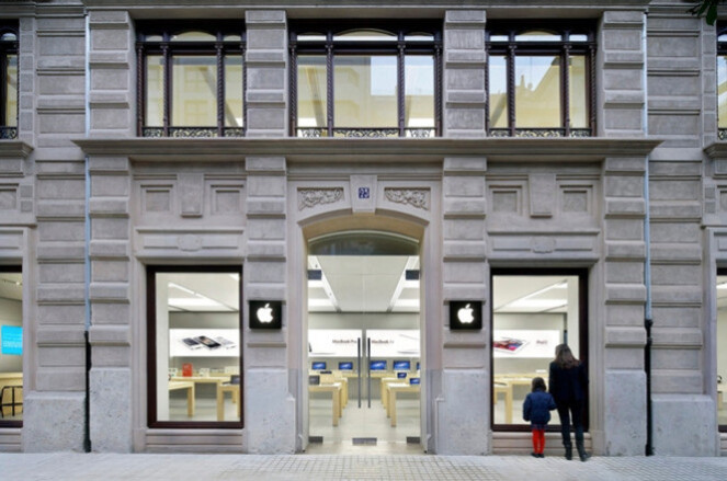 The Apple Store in Valencia Spain where an iPhone battery exploded on Wednesday - Apple iPhone batteries catch on fire yesterday and today at two different Apple Stores