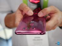 LG-V30-in-Raspberry-Gold-hands-on-1-of-26