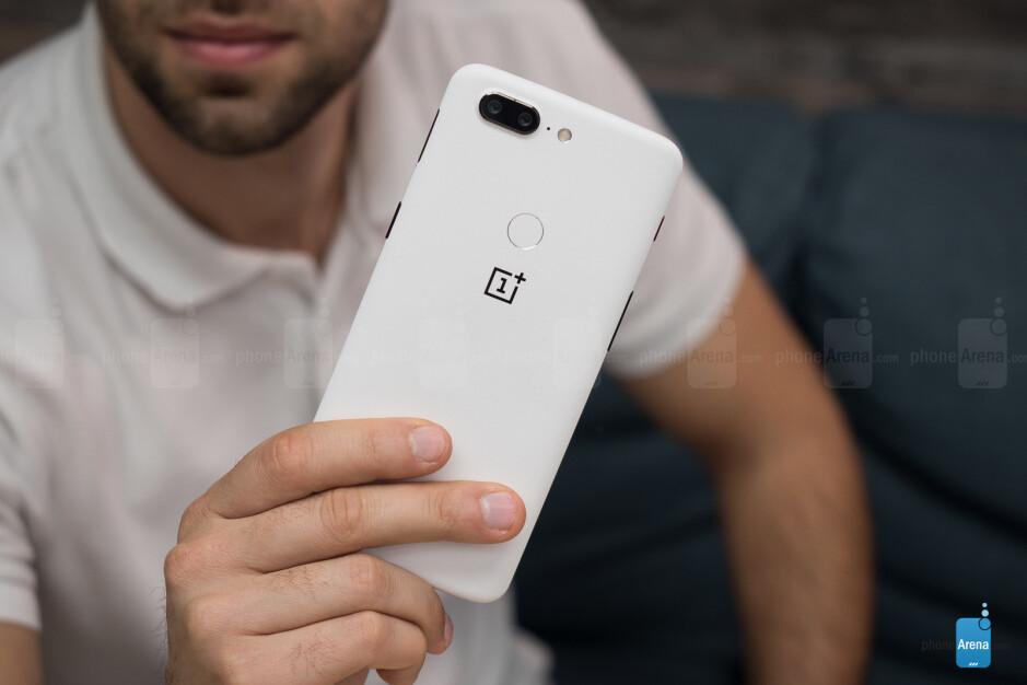 OnePlus 5T Sandstone White: hands-on