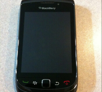 BlackBerry Bold 9800 surfaces again with new pictures