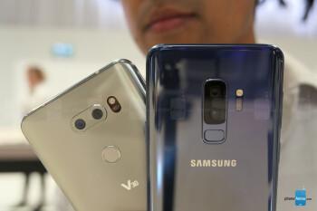 Kết quả hình ảnh cho Samsung Galaxy S9+ vs LG V30