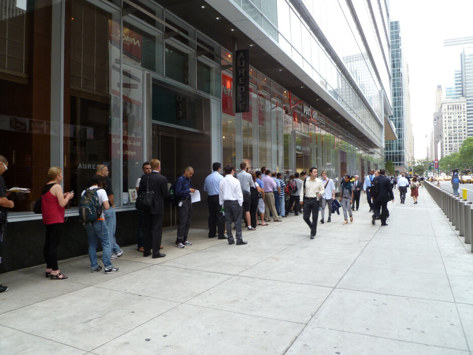 UPDATED: Verizon stores (and on-line) already sold out of the Motorola DROID X on launch day?