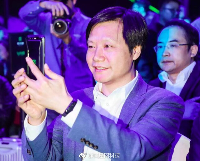 Xiaomi's CEO shows off the Mi Band 3 - Xiaomi Mi Band 3 inadvertently revealed by CEO