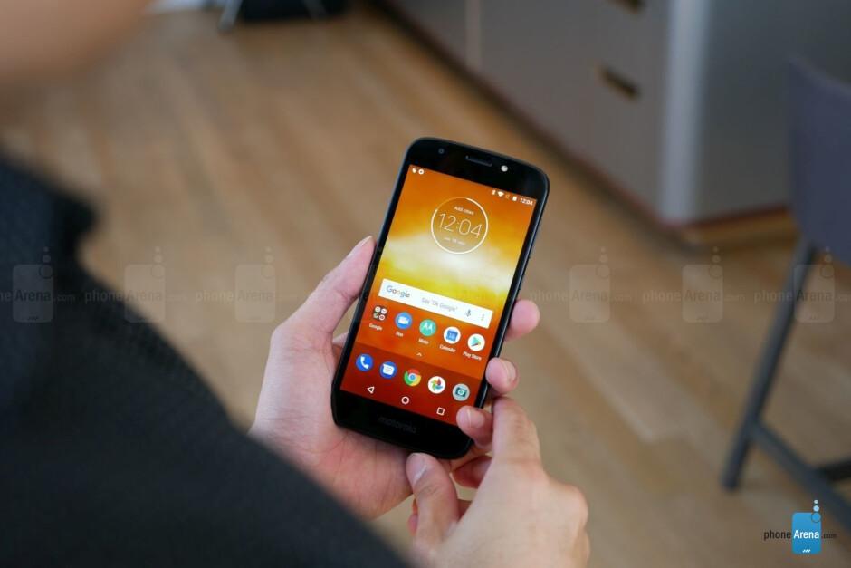 The Moto E5 Play (pics 1 and 2) and Moto E5 Plus (pics 3 and 4) - Motorola Moto E5 Plus & E5 Play hands-on