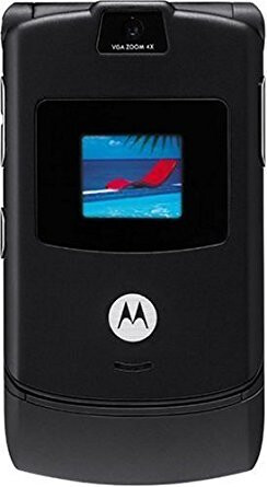 One of the most popular cellphones of all time, the Motorola RAZR, could make a comeback - Don't look now, but flip phones are making a comeback