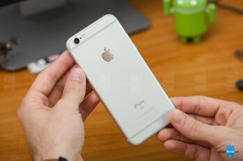 The S badge can be seen on the back of the 6s, proudly signifying that this is, in fact, not an iPhone 6.